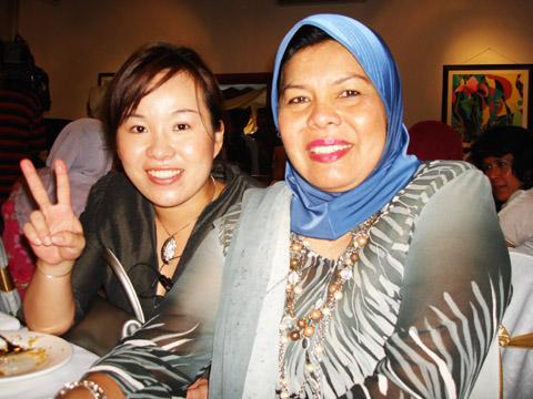Emilia Tan with Zuraidah, the GM of Karyaneka during the opening of Ridzwan Art Gallery