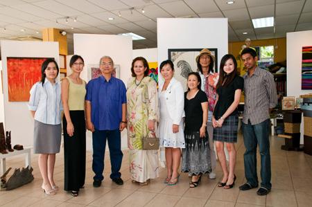 Group photo, TMS Art team & Ferrelle Directors & myBatik Advisor