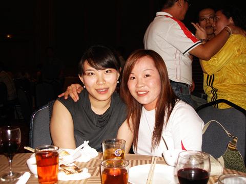 Emilia with yen yen, Dato' Aric ng wife